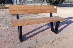 ספסל עץ ומתכת