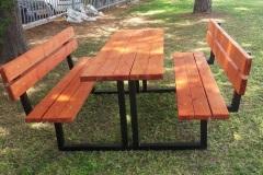 שולחן עץ ומתכת