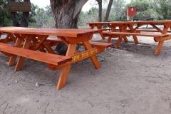 """שולחן קק""""ל אורך 1.8 מ', בנוי מעץ אורן עובי 2 צול וצבוע"""